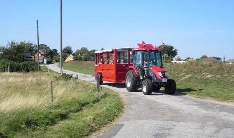 Tag traktorbussen Omø rundt